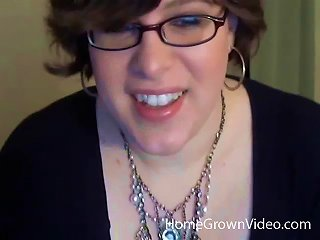 Nerdy Webcam Plumper Lies Back And Masturbates Her Twat