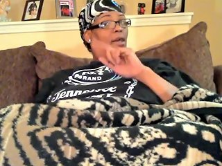 53 Year Old Pregnant Woman Wiggling Her Thick Juicy Natural Toenails